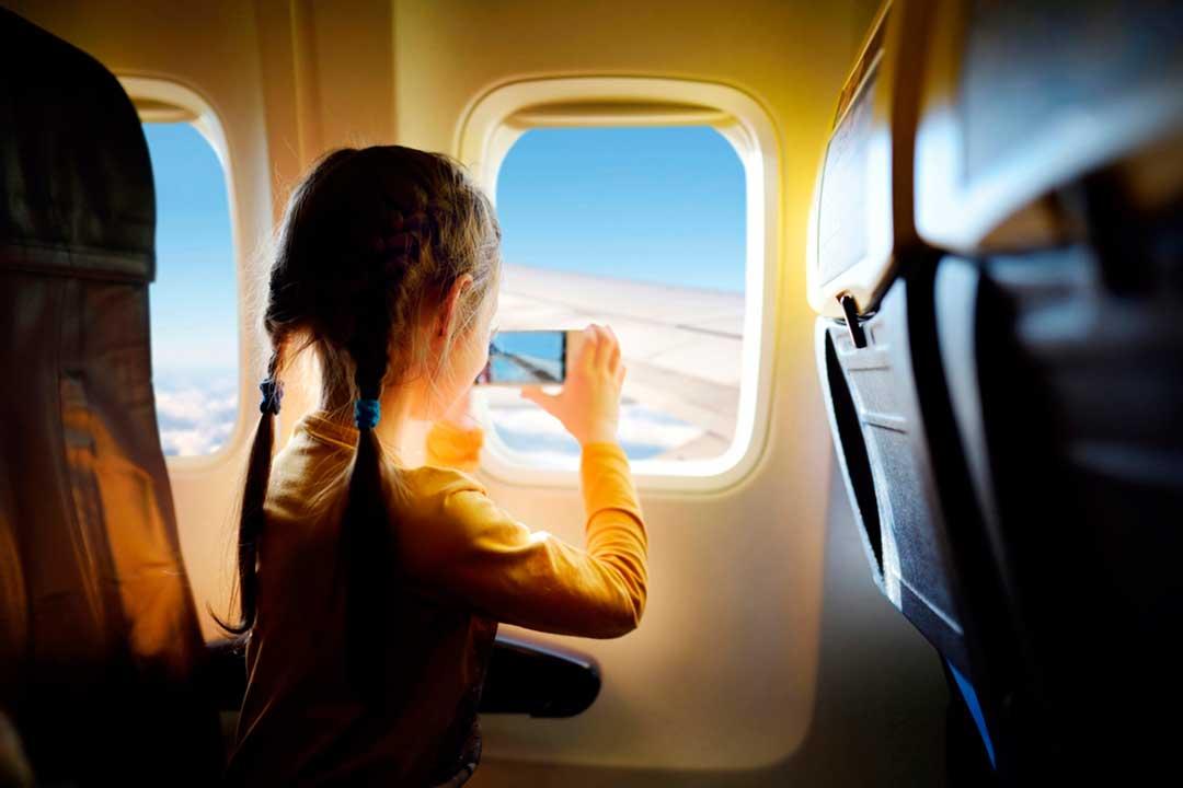 Con estos consejos harás un viaje en avión con niños más agradable