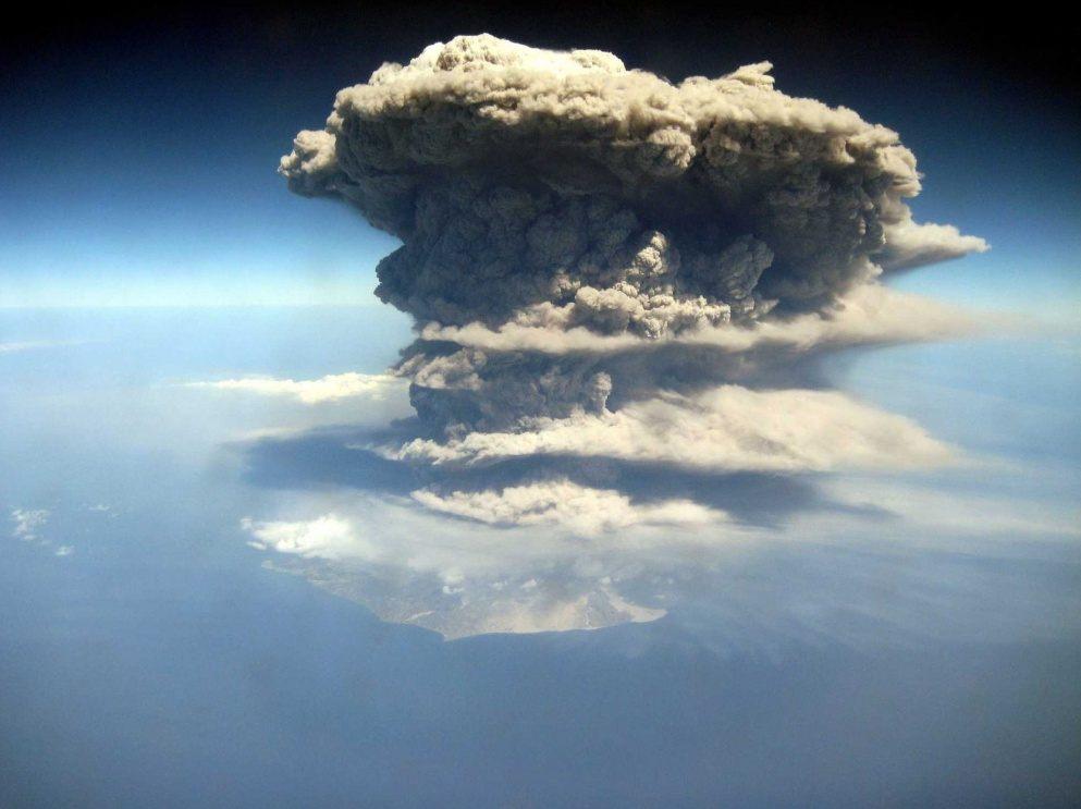 La erupción de un volcán en Las Antillas