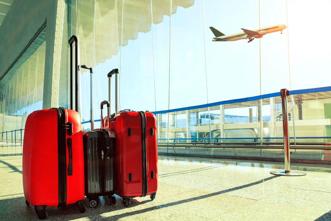 37030caee Llega el verano y tanto las estaciones de trenes y autobuses o aeropuertos  se colapsan de viajeros cargados con su equipaje, lo que aumenta ...