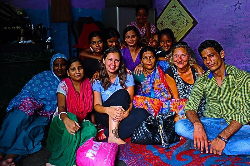 Sara durante un viaje de voluntariado en la India