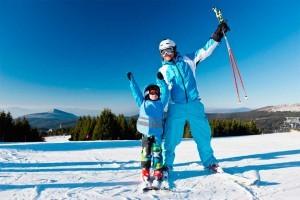 Anorak, polar, camiseta térmica, casco... Elegir la ropa para esquiar adecuadamente es imprescindible en tu viaje a la nieve