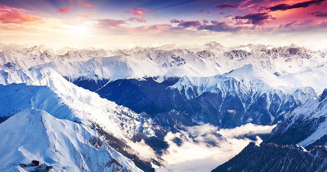 Vista de Los Alpes durante un atardecer