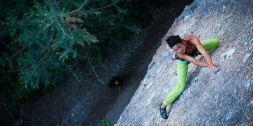 Daila Ojeda, escalando en roca