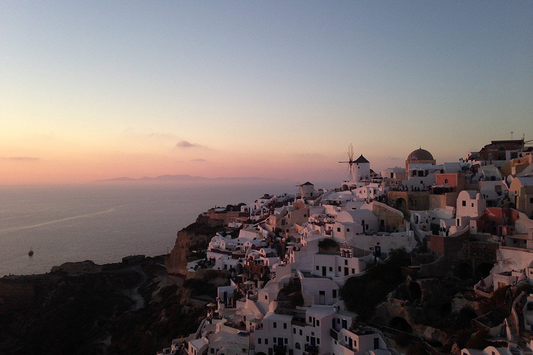 Viajar en San Valentín en crucero por Santorini