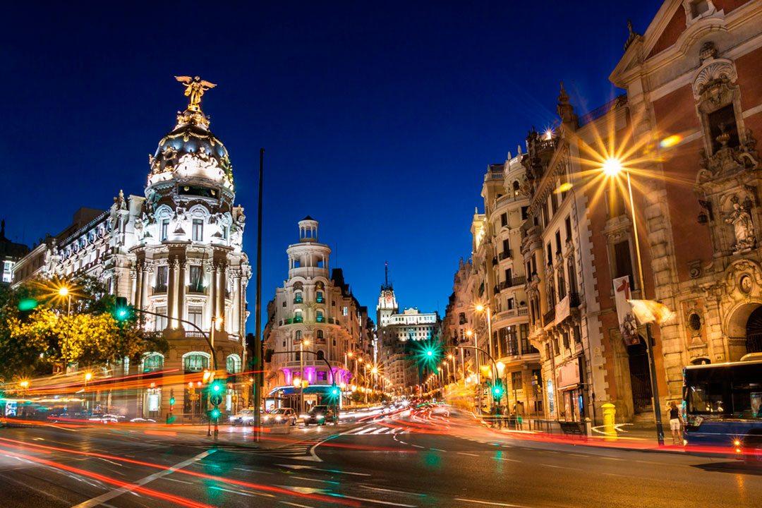 Gran Vía de Madrid de noche