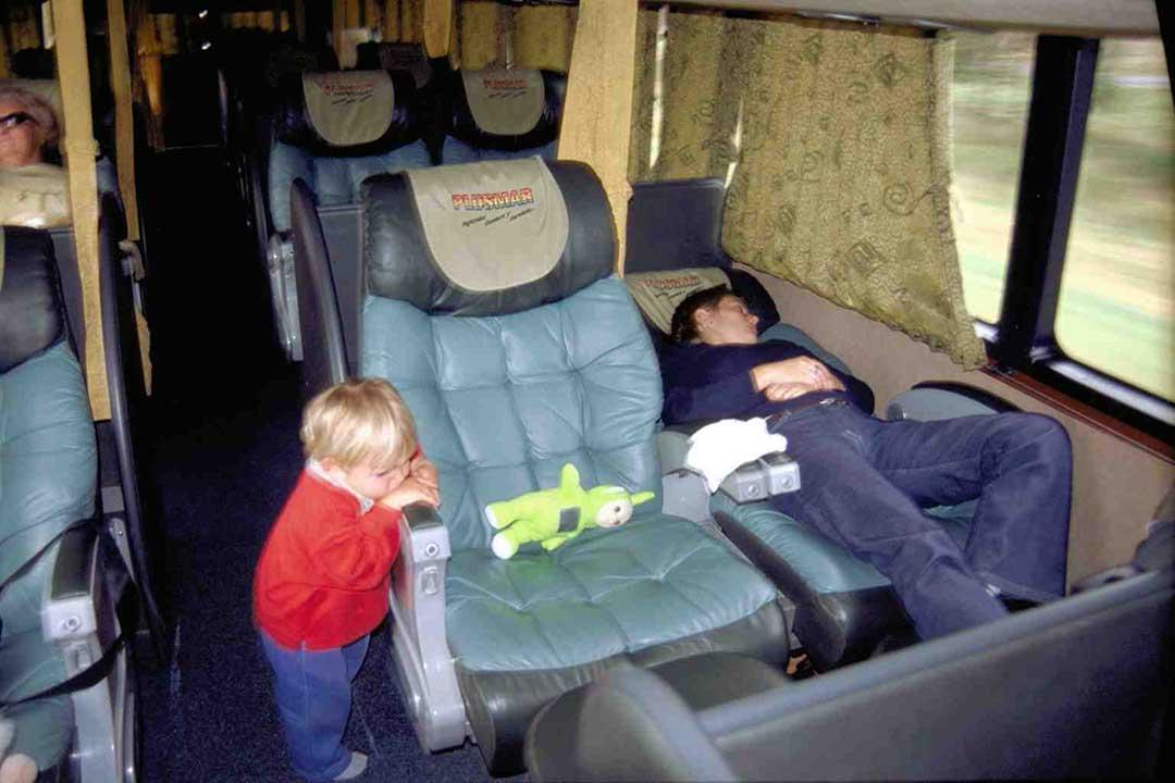 ahorrar en transporte y alojamiento en los viajes en familia