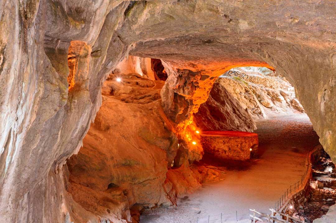 la cueva de las brujas de zugarramurdi