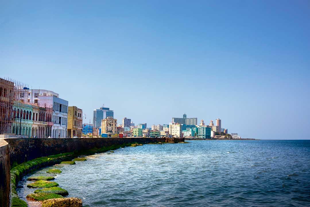 El malecón, un lugar imprescindible que ver en Cuba