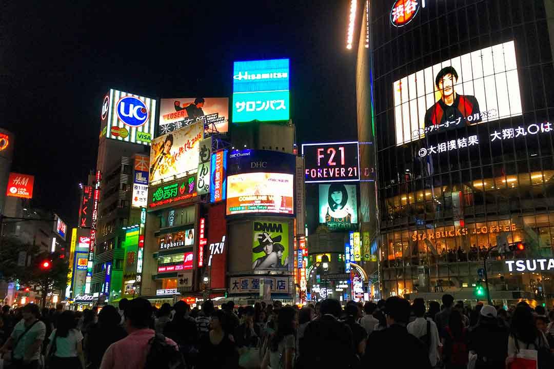 Hacerse una foto en el cruce de Shibuya es uno de los imprescindibles que hacer en Japón.