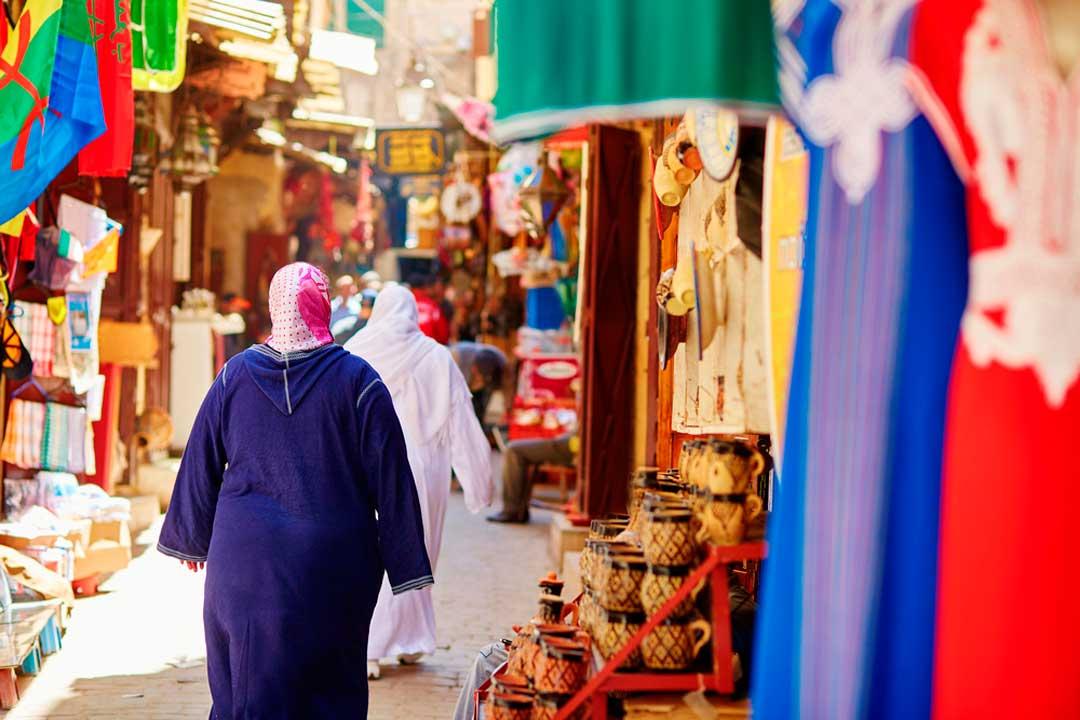 comprar en el zoco es una de las cosas que hacer y que ver en Marruecos