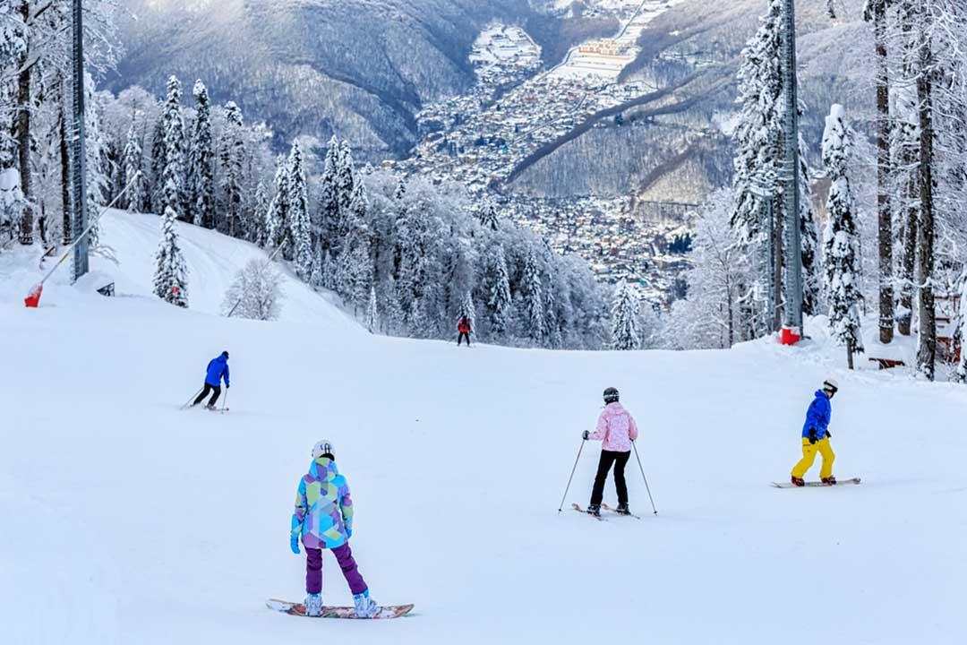 seguir las indicaciones de la estación, entre las precauciones a tomar al hacer snowboard