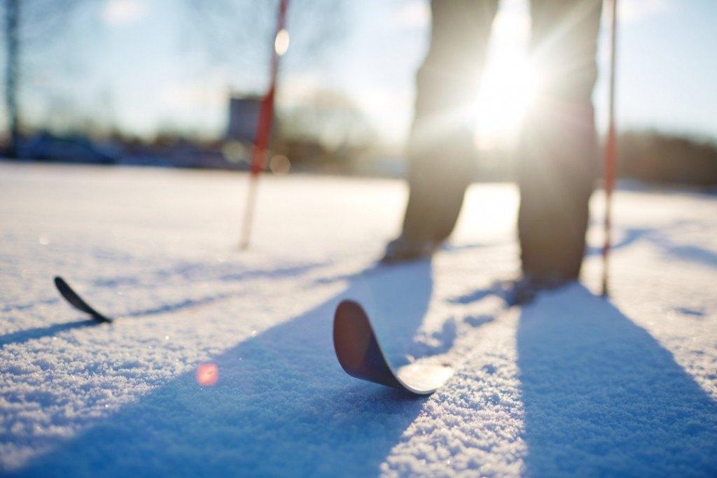 Cómo elegir los bastones, fijaciones, los esquís y botas de esquí de fondo