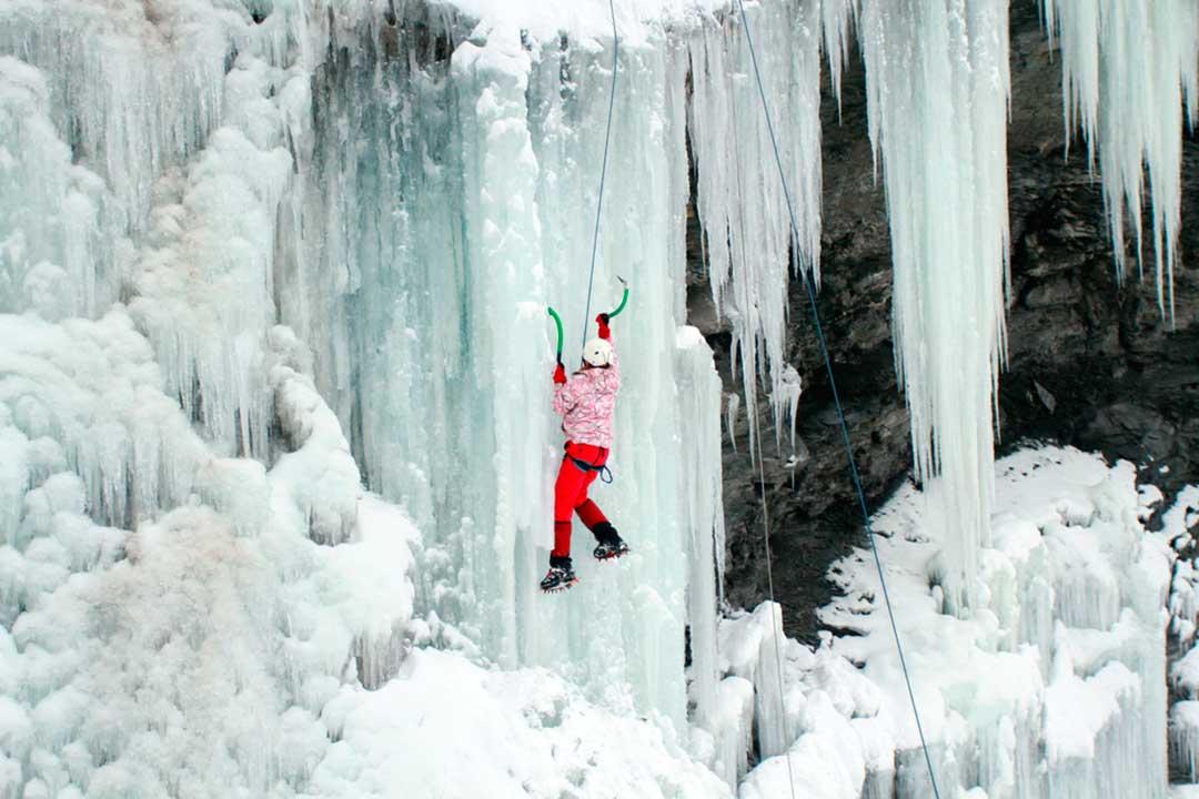 El alto coste del rescate en montaña obliga a adquirir un seguro para deportes de riesgo que cubra escalada en hielo