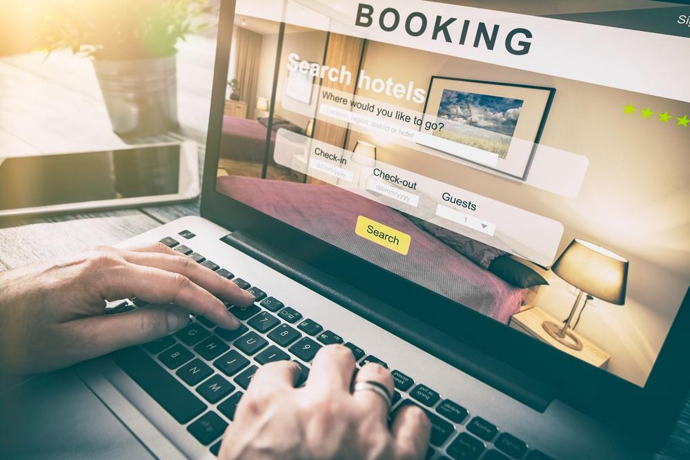 El alquiler de apartamentos turísticos online, siempre que podamos demostrarlo con documentos de reserva y pago, está incluido en la cobertura de anulación de viaje del seguro de viaje.