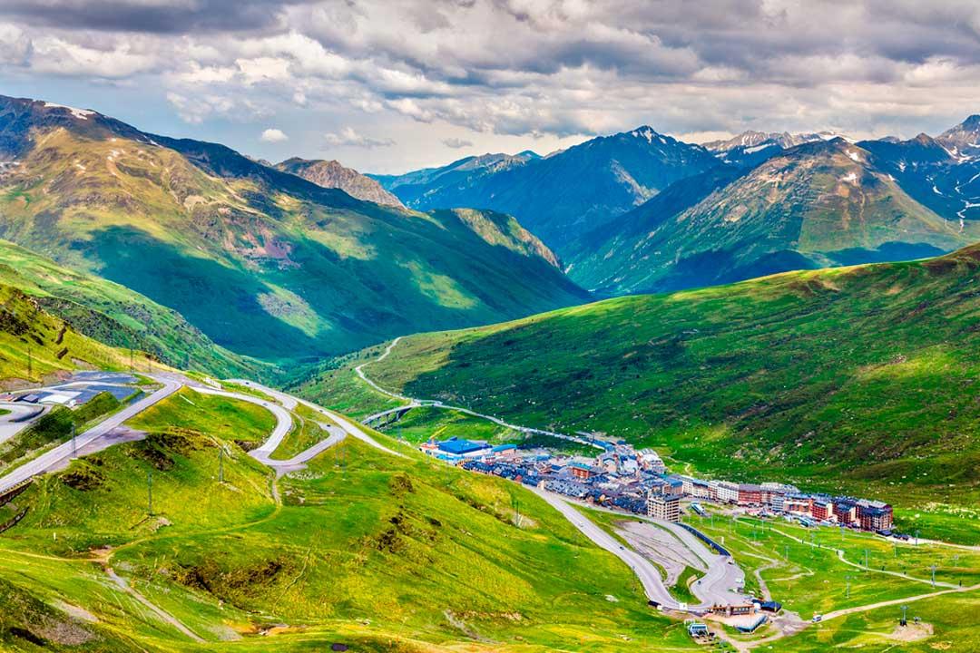 Encuentra como viajar a Andorra o que ver y hacer en Andorra en este post