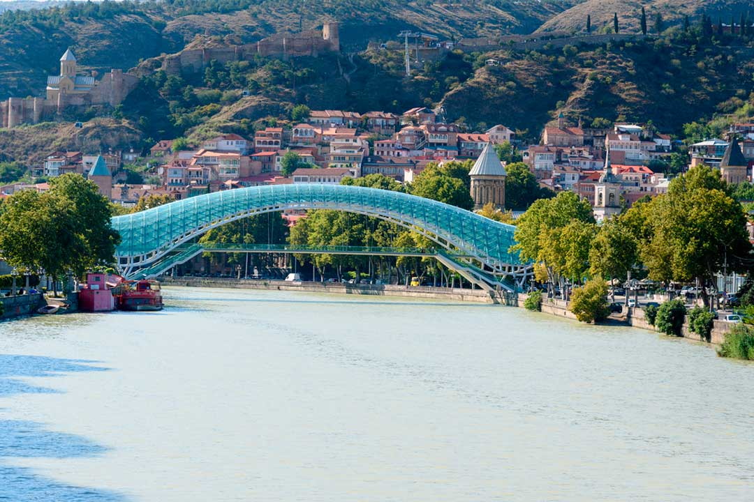 Tbilisi o Tiflis, capital del país, entre los imprescindibles que ver en Georgia.