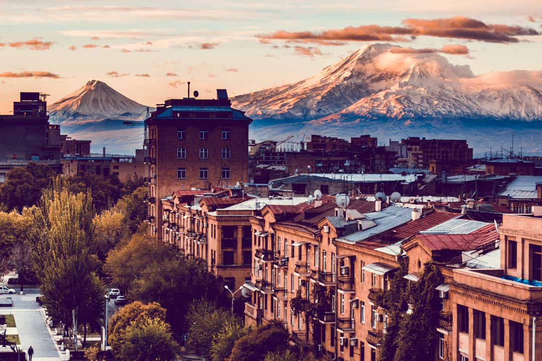 Vista de Erevan, capital armenia. Te contamos los requisitos para viajar a Armenia.