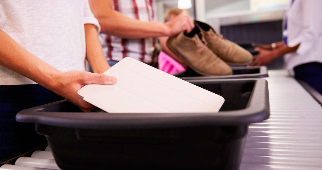 Sigue estos consejos para evitar problemas y ahorrar tiempo al pasar el control de seguridad del aeropuerto