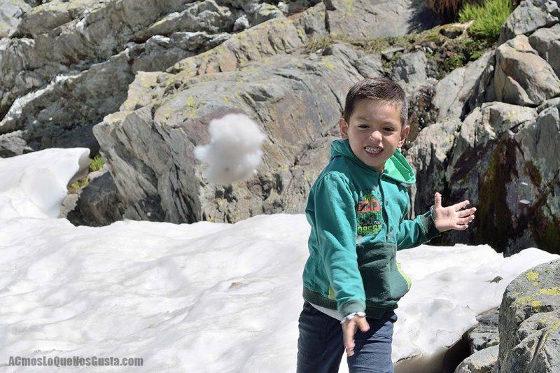 Sierra Nevada es uno de los mejores viajes a la nieve para pasar unas vacaciones con niños