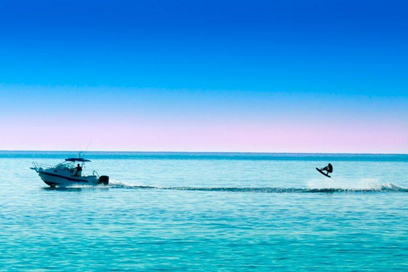 Se puede hacer wake en lagos, pantanos o en el mar.