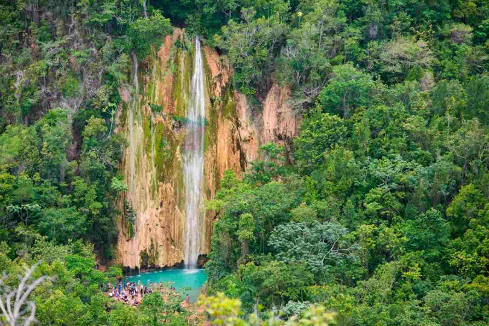 El Salto Limón es uno de los atractivos naturales que ver en República Dominicana